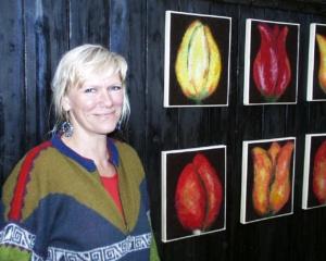 Majbrith med tulipanbilleder